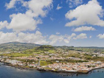azoren-panorama-insel-faial-mit-hauptstadt-horta-und-porto-pim