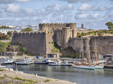 old-castle-of-city-brest-brittany-france