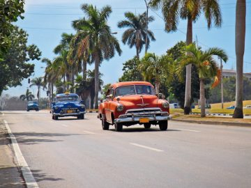 american-classic-cars-in-havana