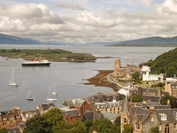 ferry-leaving-oban