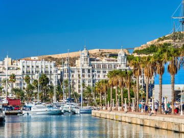 promenade-in-the-marina-of-alicante-spain